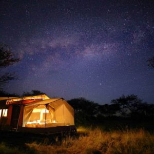 Olakira star gazing tent at night under the milky way